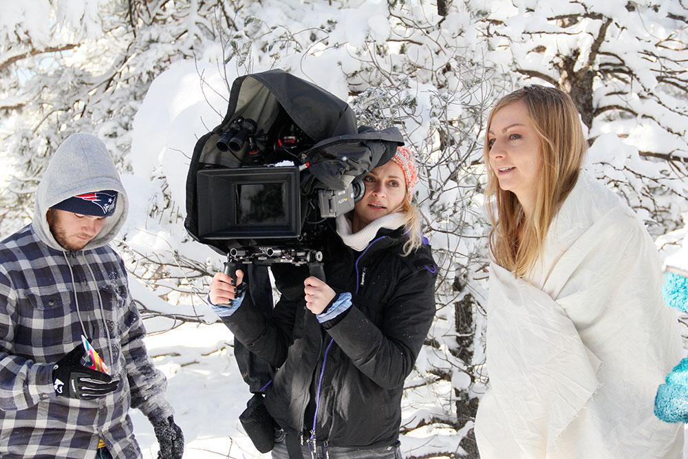 Watch Snowbound Full Movie on FMovies.to