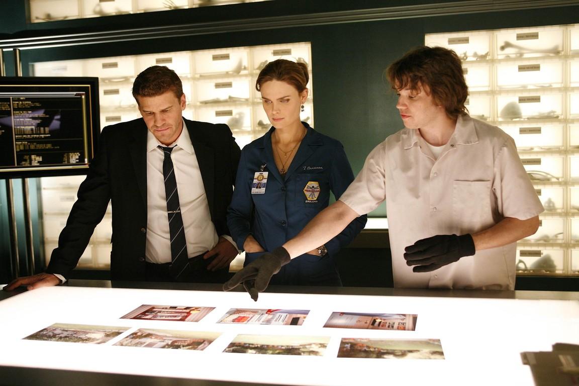 Bones - Season 4 Episode 05: The Perfect Pieces in the Purple Pond