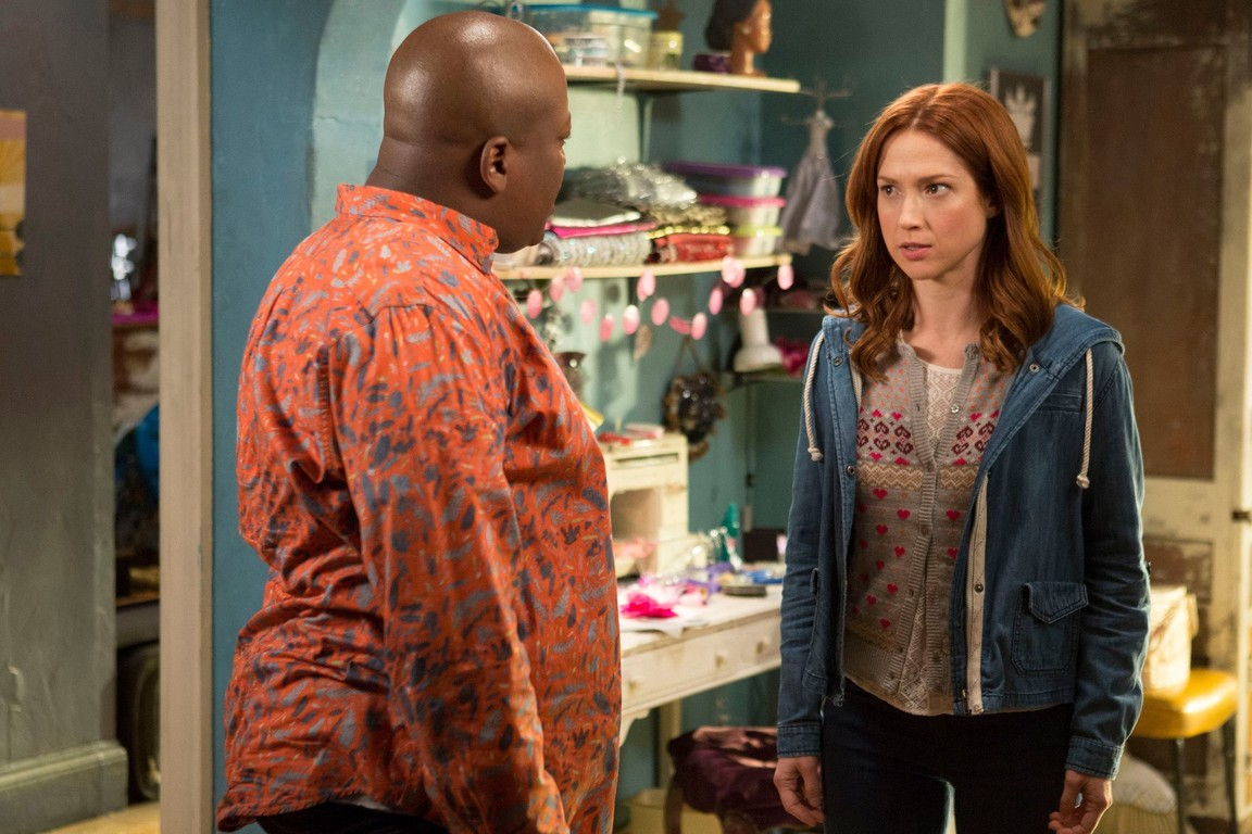 Unbreakable Kimmy Schmidt - Season 2 Episode 07: Kimmy Walks Into a Bar!