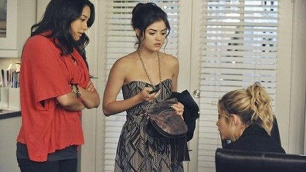 Pretty Little Liars - Season 2 Episode 16: Let the Water Hold Me Down