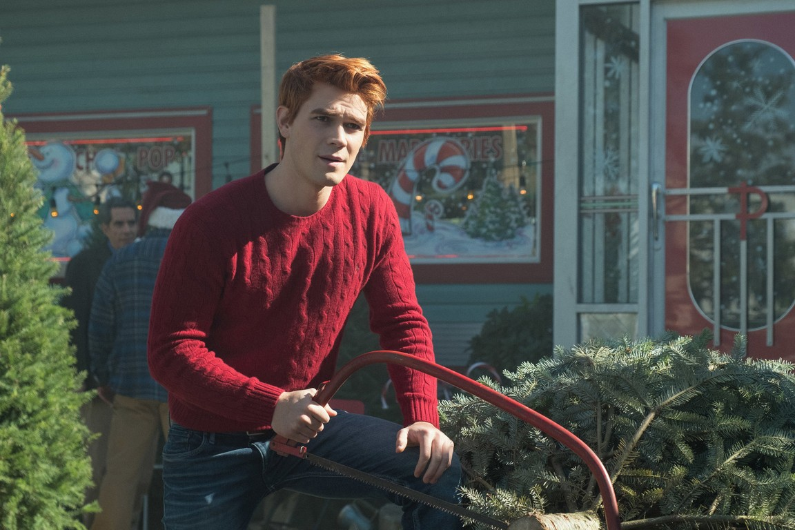 Riverdale - Season 2 Episode 09: Chapter Twenty-Two: Silent Night, Deadly Night
