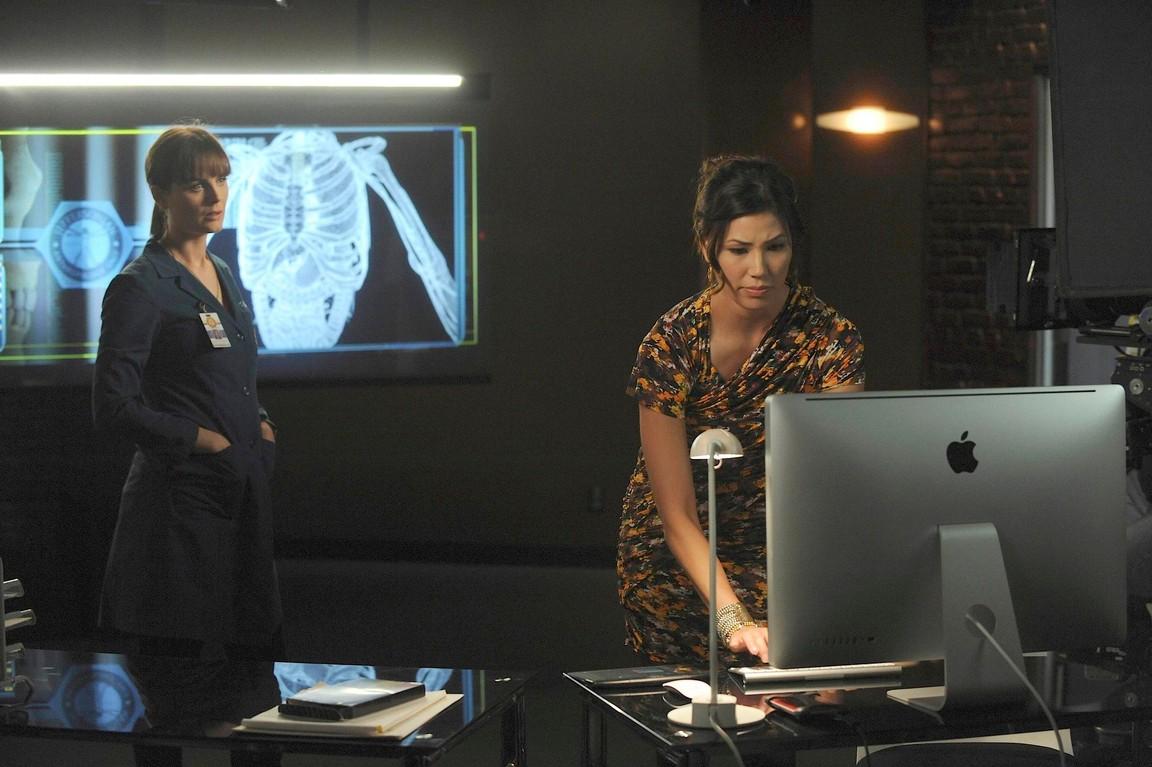 Bones - Season 6 Episode 04: The Body and the Bounty