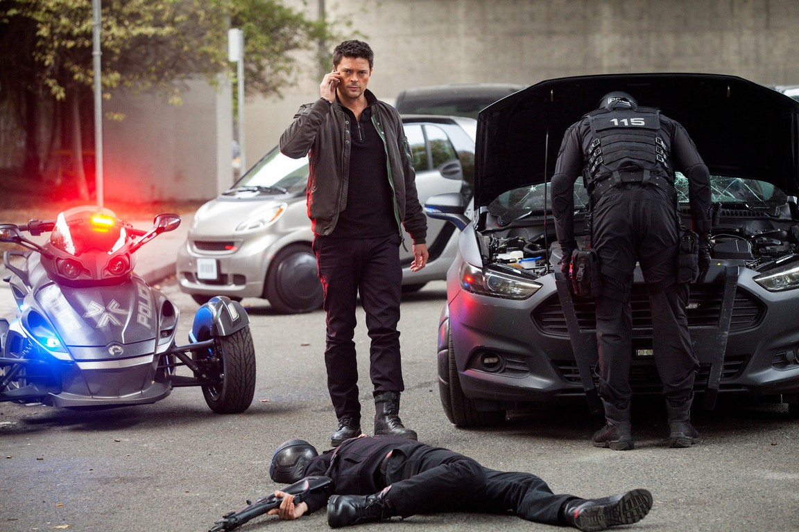 Almost Human - Season 1 Episode 5 : Blodd Brothers