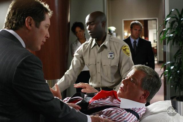 Boston Legal - Season 5 Episode 01: Smoke Signals