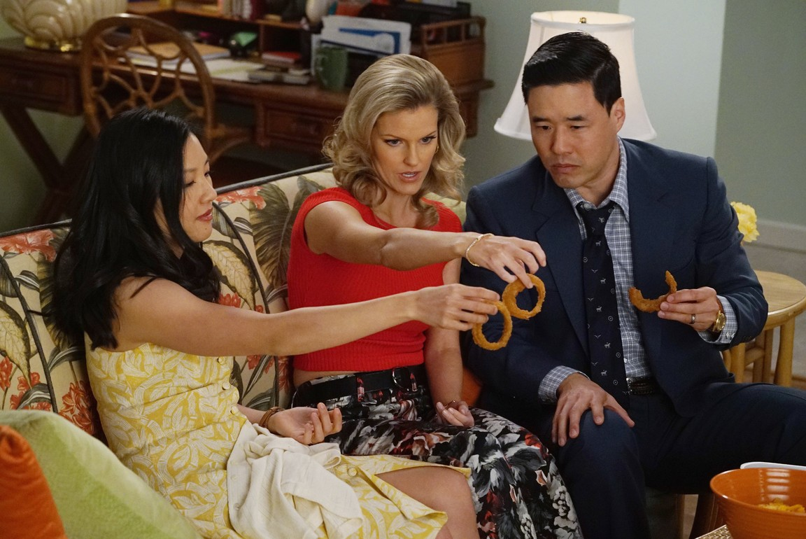 Fresh Off the Boat - Season 2 Episode 15: Keep 'Em Separated