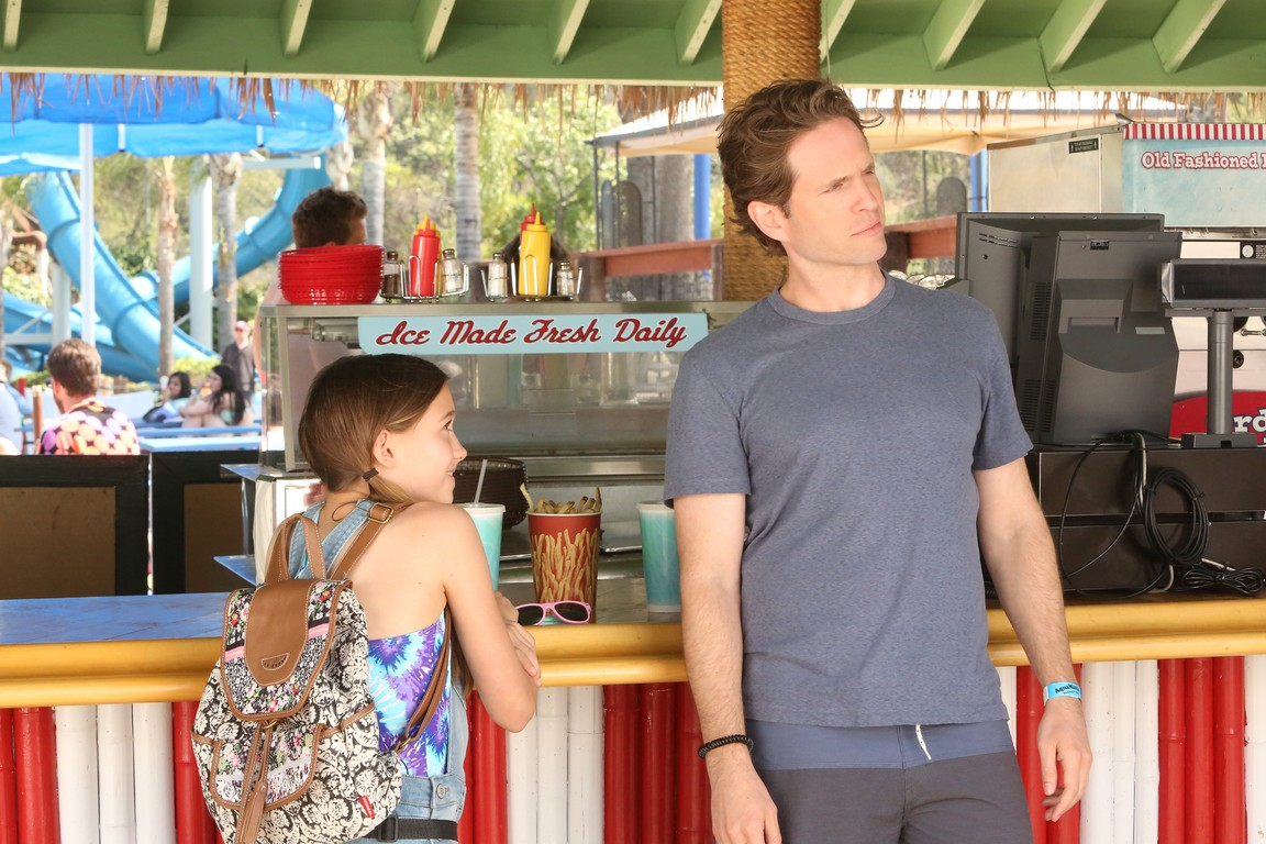 Its Always Sunny in Philadelphia - Season 12 Episode 02: The Gang Goes to a Water Park