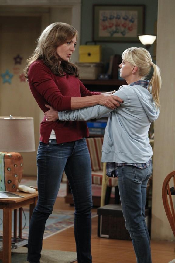 Mom - Season 2 Episode 01: Hepatitis and Lemon Zest