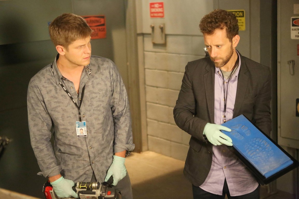 Bones - Season 10 Episode 05: The Corpse at the Convention